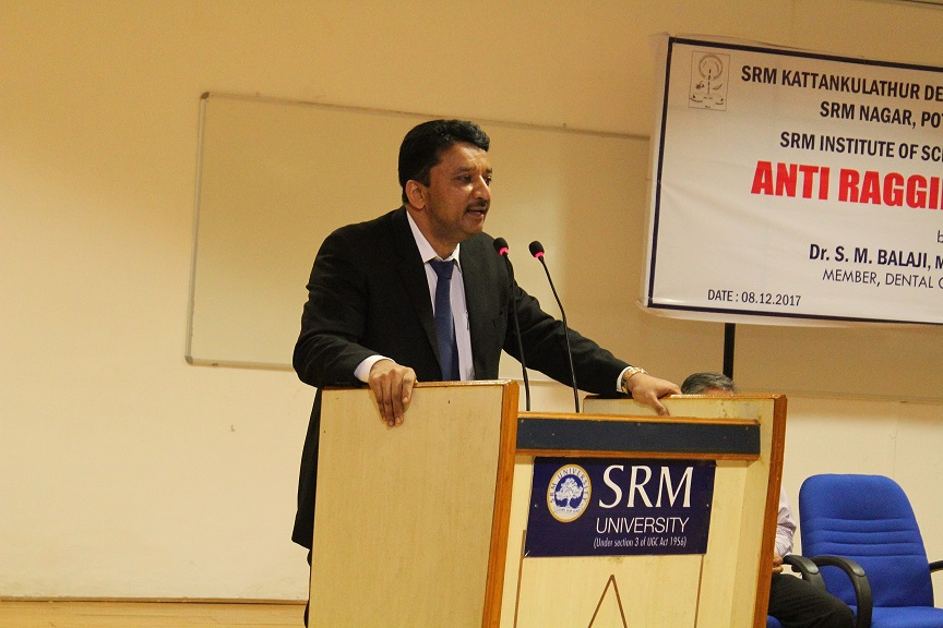 Dr Balaji explaining the parents point of view while addressing the audience during his Students Orientation talk