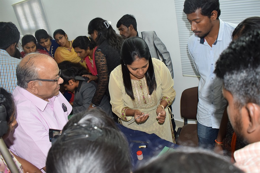 A view of the hands on session at the post lunch session of the program. Direct gold fillings were made by the participants in teeth with pre-cut cavities