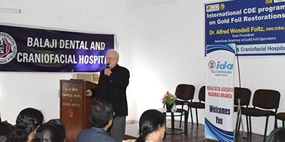 Prof. Foltz delivering his keynote lecture on direct gold foil restorations