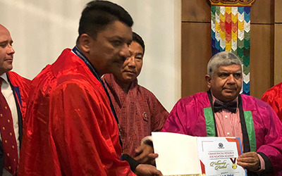 Dr. S.m. Balaji Being Conferred The Award By Prof. Ravi Kant, Ex-Vice Chancellor, King George Medical University, Lucknow And Director, All India Institute Of Medical Sciences, Rishikesh