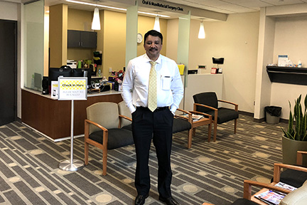 Prof Sm Balaji At The Reception Area Of The Oral And Maxillofacial Surgery Clinic At The College Of Dentistry, Iowa City, Usa