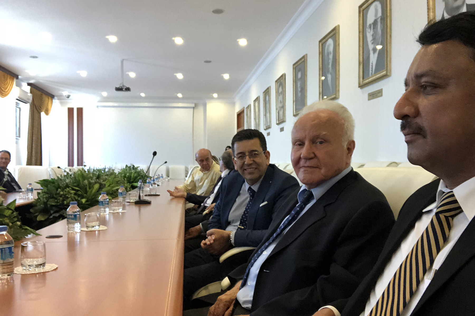 Dr SM Balaji with members of the Executive Council of Azerbaycan Tibb Universiteti