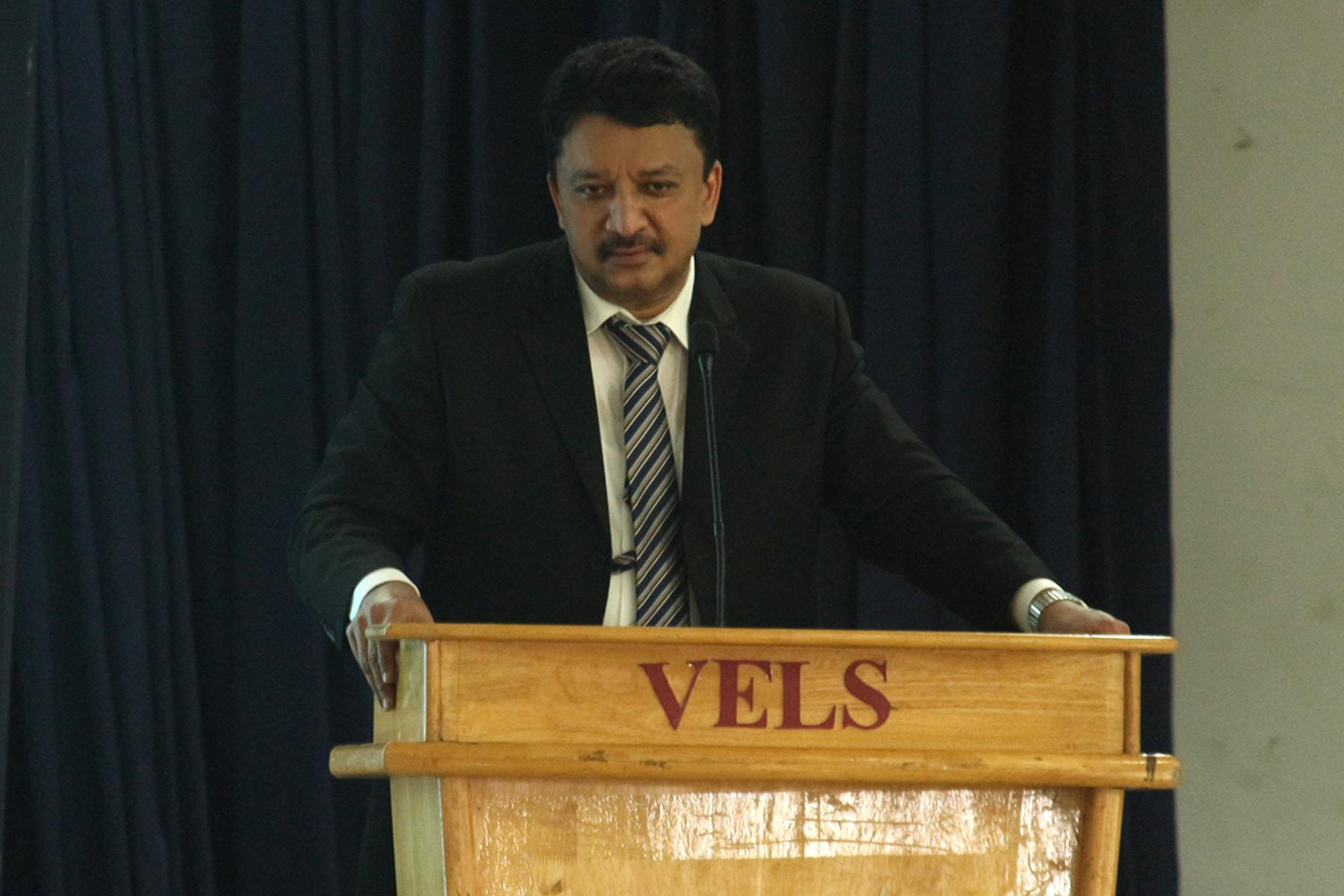 Dr Sm Balaji At His Speech Introducing Craniofacial Surgery To The Students