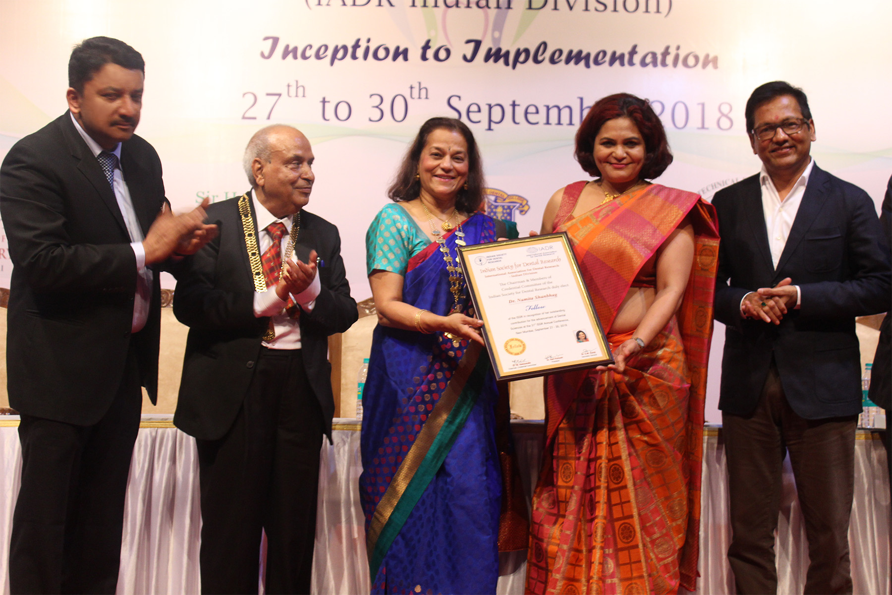 Prof Rene D'Souza handing over the ISDR Fellowship Award to Dr Namita Shanbhag. Also seen are Dr Vijay Patil, Dr SM Balaji and Dr Hari Parkash