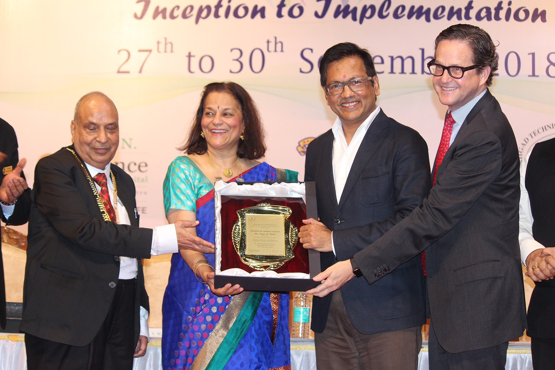 Prof Rena D'Souza, President, IADR presenting Award of Appreciation to Dr Vijay Patil, Chief Guest and Chancellor of Dr DY Patil University