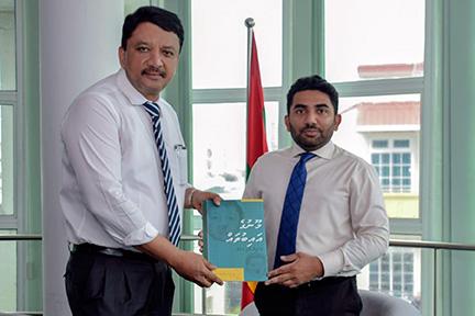 Dr Sm Balaji Presents Dhivehi Book To Hon'Ble Abdulla Ameen