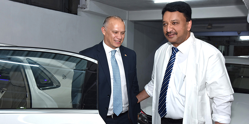 Dr SM Balaji plays host to the Minister of Health, Republic of Seychelles