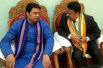 Dr SM Balaji and the chief minister of Tripura, His Excellency Biplab Kumar Deb deep in conversation at the IDA Conference in Agartala, Tripura